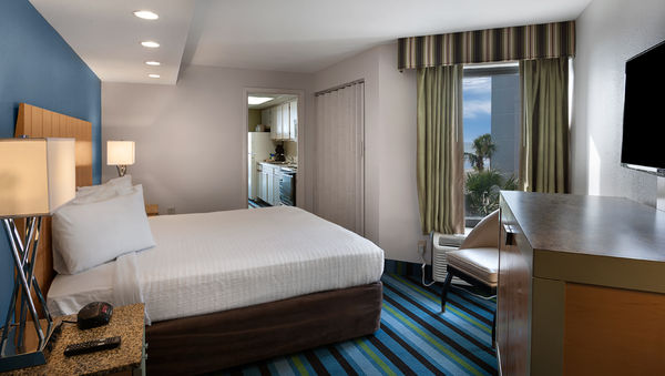 Oceanfront Myrtle Beach hotel suites with king bed