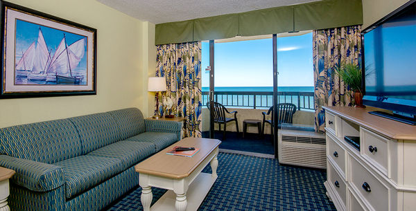 Pinnacle Oceanfront Queen Suite Image