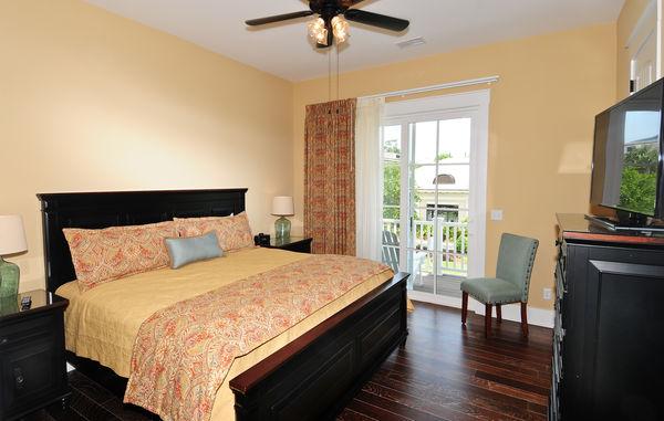 Deluxe Flat- 1 Bedroom 1 Bath Luxury Flat